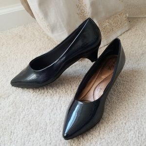 ccf04b0b11e7 Women Comfortable Low Heel Dress Shoes on Poshmark